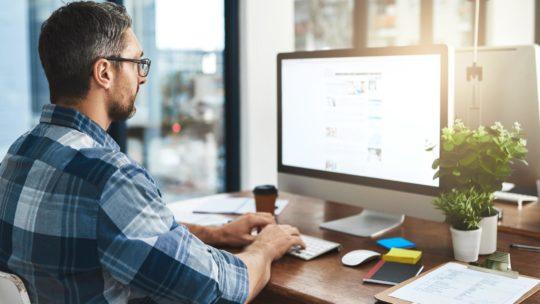 Как сохранить зрение при работе с компьютером и смартфоном