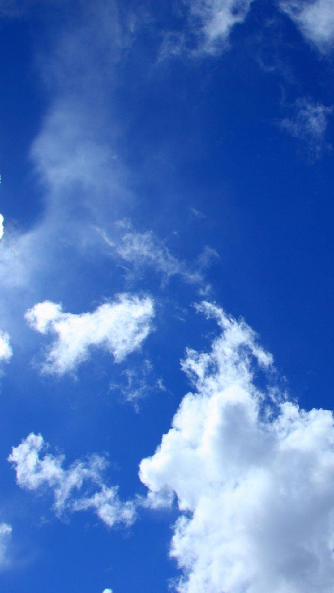 Картинки на телефон на заставку облака