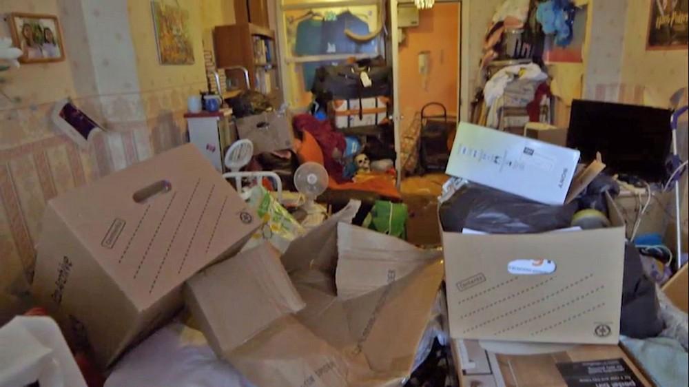 Британка за 7 лет ужасно забила квартиру мусором
