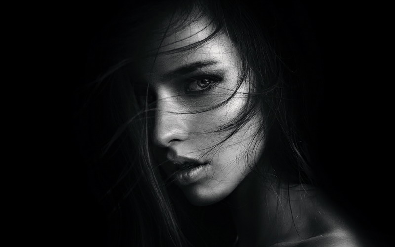 Фото девушек на черном фоне (35 шт.)