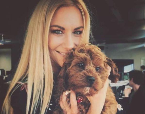 Обаятельные и красивые девушки со своими собачками (32 фото)