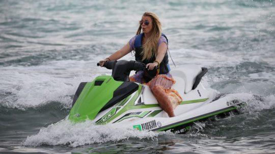 Бритни Спирс на отдыхе в Майями (40 фото)