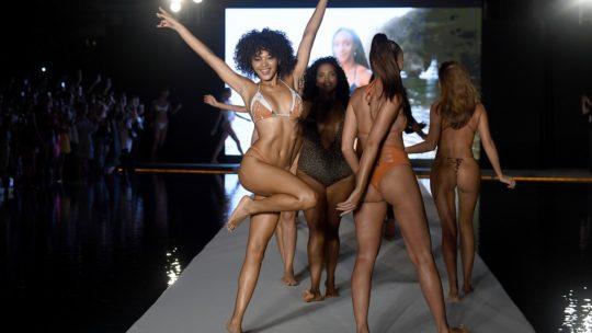 Miami Swim Week 2019: горячие модели в купальниках (30 фото)